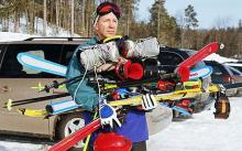 Sharing equipment experiences with beginner skiers.